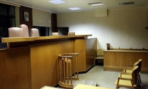 Αντιδρούν οι δικηγόροι στην επιβολή «αναβαλόσημου»