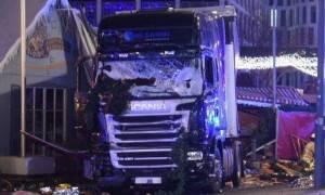 Αύξηση των ποσοστών του ξενοφοβικού κόμματος μετά την επίθεση στο Βερολίνο - «Βυθίζεται» η Μέρκελ