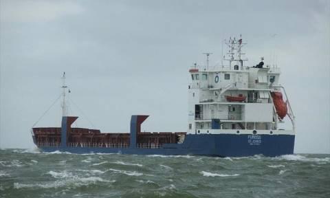 EKTAKTΟ: Φορτηγό πλοίο προσάραξε στην Άνδρο - Την εγκατάλειψή του ζήτησε το πλήρωμα