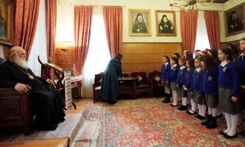 Τα κάλαντα των Χριστουγέννων στον Αρχιεπίσκοπο Ιερώνυμο (video+pics)