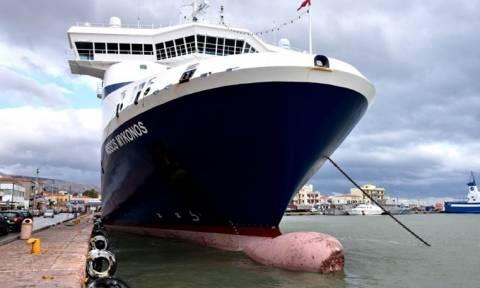 Καρέ-καρέ η στιγμή της πρόσκρουσης του «Νήσος Μύκονος» στον προβλήτα της Χίου