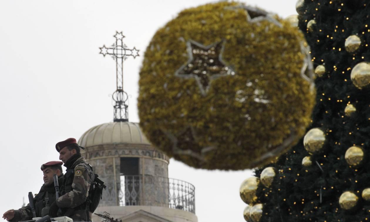 Πιστοί απ' όλον τον κόσμο συρρέουν στη Βηθλεέμ για τα Χριστούγεννα (pics)
