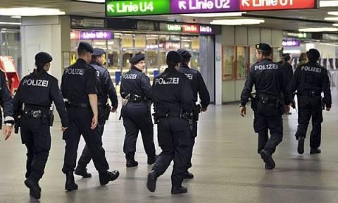 Συναγερμός στη Βιέννη: Συνέλαβαν δύο άνδρες με μαχαίρια