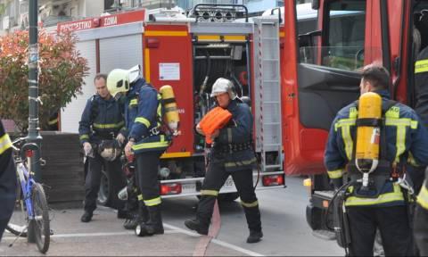 Παραλίγο τραγωδία στη Λάρισα: Εγκλωβίστηκε σε φλεγόμενο σπίτι - Σώθηκε τελευταία στιγμή (vid)
