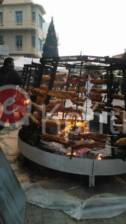 Κρήτη: Η άλλη όψη των Χριστουγέννων - Στην ουρά για ένα πιάτο φαγητό! (pics)