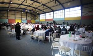 Χριστούγεννα 2016: Τραπέζι για απόρους έστρωσε ο δήμος Αθηναίων