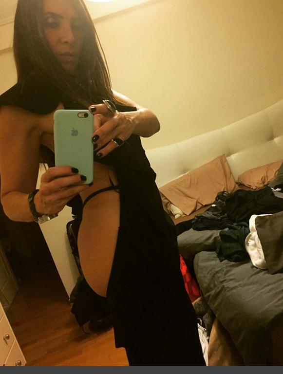 Η Μάγκυ Χαραλαμπίδου «ανέβασε» τα γυμνά της οπίσθια και γκρέμισε το ίντερνετ! (pics)