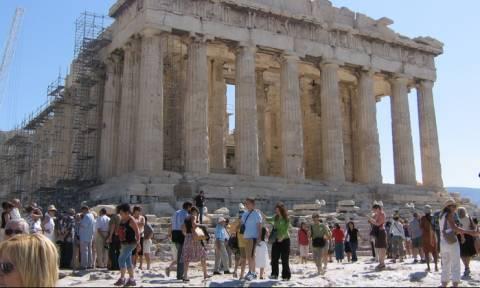 Σε «παραλήρημα» ο βρετανικός Τύπος: Μην πηγαίνετε στην Ελλάδα, είναι επικίνδυνο!