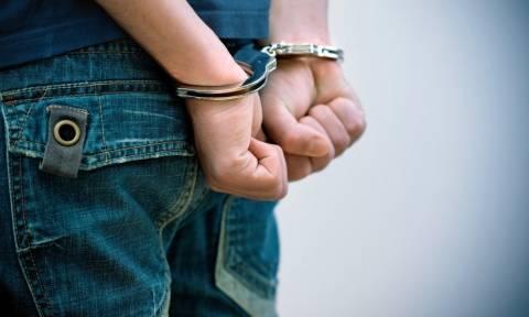 Αυτός είναι ο γιος του γνωστού τραγουδιστή ο οποίος συνελήφθη για εκβιασμούς - Αφέθηκε ελεύθερος