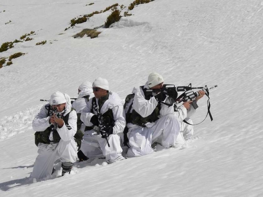 Σε επιφυλακή οι Έλληνες Χιονοδρόμοι Καταδρομείς - Δείτε πώς εκπαιδεύονται (vid +pics)