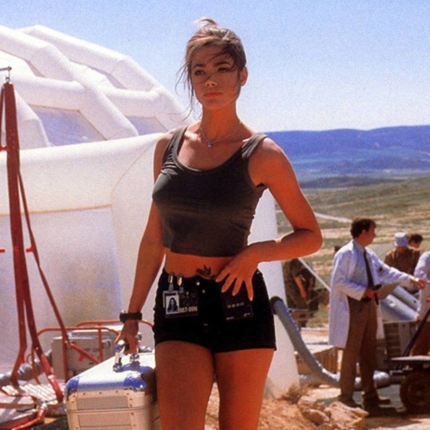 1999 — Denise Richards - Christmas Jones