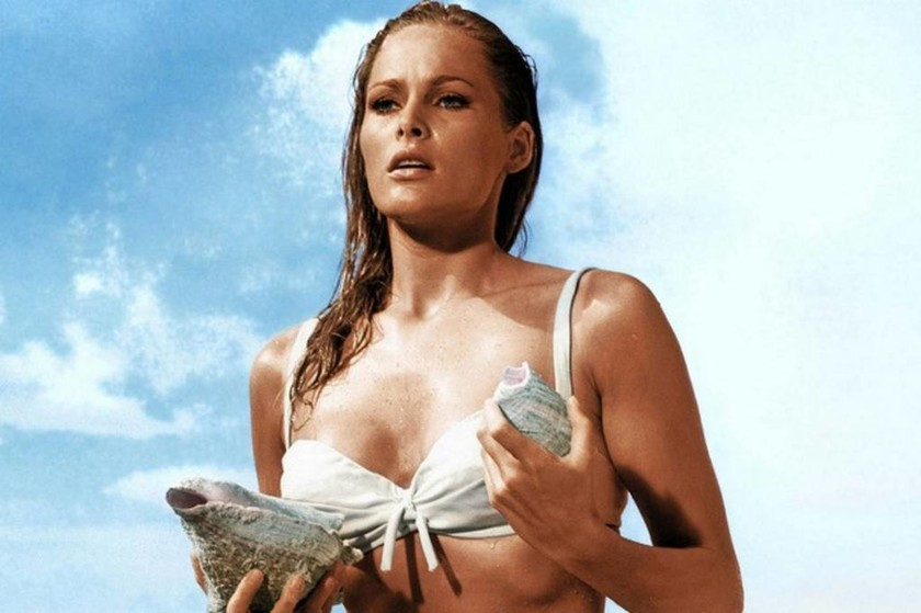 1962 — Ursula Andress - Honey Ryder