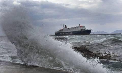 Καιρός: Σοβαρά προβλήματα στις θάλασσες - Θυελλώδεις άνεμοι και γενικό απαγορευτικό απόπλου