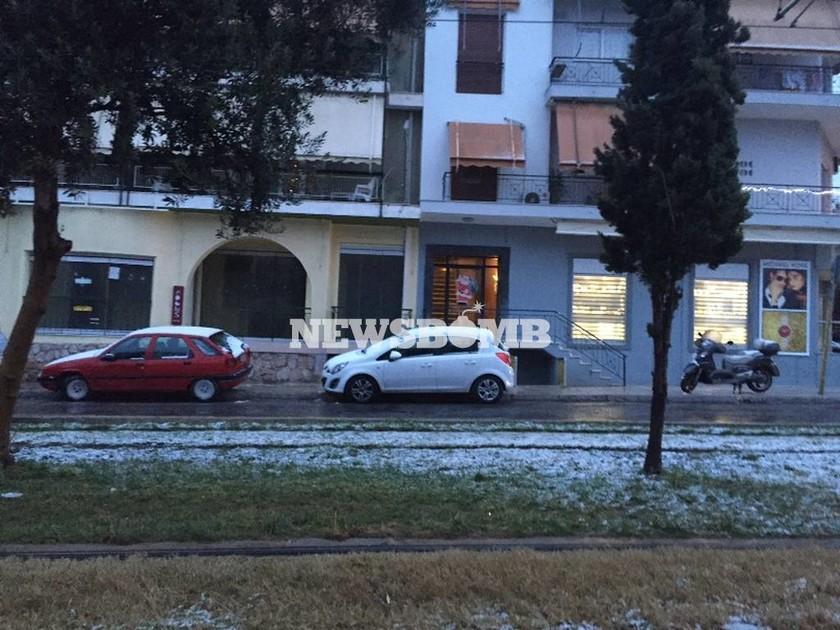 Καιρός Live – Χιονιάς σαρώνει την Αθήνα – Το «έστρωσε» και στα νότια προάστια