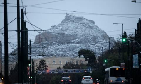 Καιρός Live - Χιόνια TΩΡΑ - Σε λευκό κλοιό η Αθήνα - Ποιοι δρόμοι είναι κλειστοί