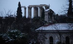 Χιόνια στην Αθήνα: Στα λευκά το κέντρο της πρωτεύουσας (photo-video)