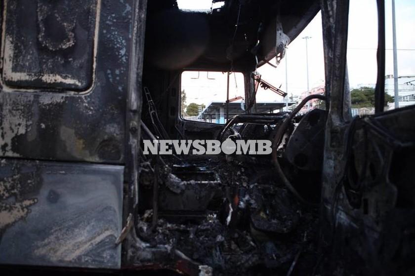 Πυρκαγιά σε όχημα στην Αττική οδό - Ουρές χιλιομέτρων (pics)