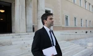 Ο Χουλιαράκης ζητά από τους υπουργούς να υπογράψουν…μνημόνιο!