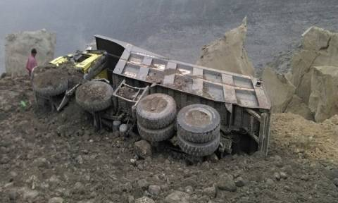 Κατάρρευση ορυχείου στην Ινδία: Δεκάδες ανθρακωρύχοι εγκλωβισμένοι (Pics)