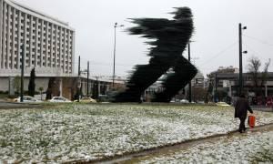 Καιρός Live: Στο «μάτι» του χιονιά η Αθήνα - Το έστρωσε στα βόρεια προάστια