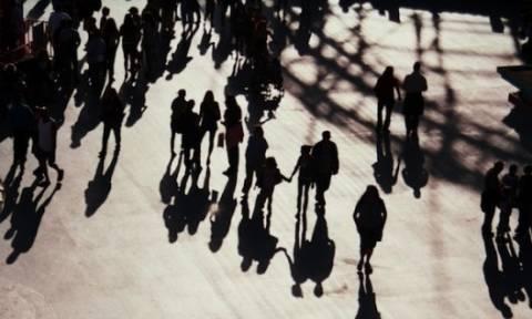 Λιγότερες γεννήσεις, συρρικνώνεται η Ελλάδα