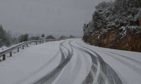 Διακοπή της κυκλοφορίας σε τμήμα της λεωφόρου Διονύσου, λόγω χιονόπτωσης