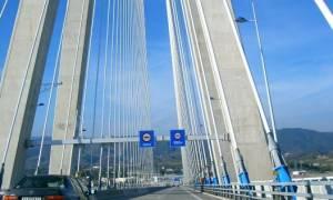 Συναγερμός στη γέφυρα Ρίου - Αντιρρίου: Γυναίκα «βούτηξε» στο κενό