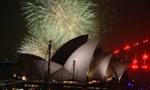 Το Σίδνεϊ υποδέχτηκε το 2017 με εντυπωσιακά πυροτεχνήματα!