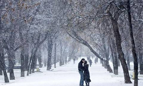Καιρός - Χιόνια στην Αθήνα: Η ΕΜΥ προειδοποιεί - Έρχεται «λευκή» Πρωτοχρονιά - Πού θα το «στρώσει»