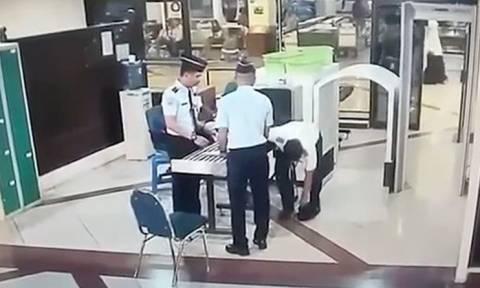 Βίντεο που σοκάρει: Πιλότος παραπατά μεθυσμένος στον έλεγχο του αεροδρομίου!