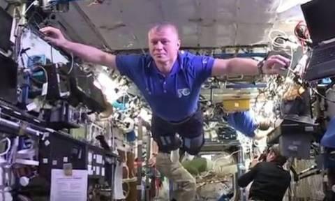 Το πιο εντυπωσιακό Μannequin Challenge έρχεται από το… διάστημα! (video)