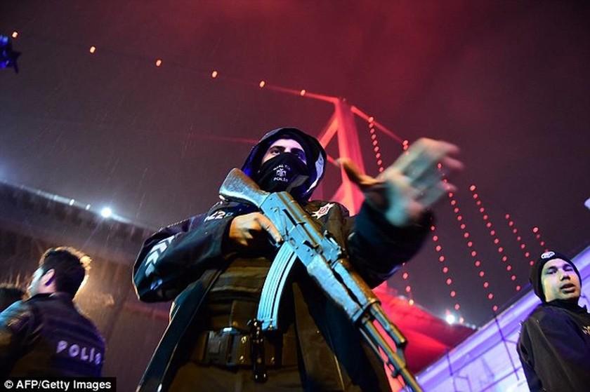 Επίθεση στην Κωνσταντινούπολη: «Ματωμένη» Πρωτοχρονιά - Ένοπλος άνοιξε πυρ σε κλαμπ (pics&vids)