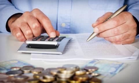 Φορο-σοκ για τους ελεύθερους επαγγελματίες: Ποιοι θα πληρώσουν προκαταβολικές εισφορές