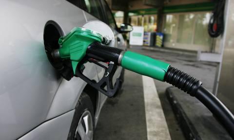 ΣΟΚ: «Άγγιξε» τα 2 ευρώ η τιμή της αμόλυβδης βενζίνης - Αυξήθηκε κατά 17 λεπτά σε μια νύχτα!