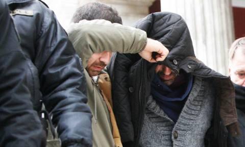 Δολοφονία παιδοψυχιάτρου - Ξέσπασε ο αδελφός της Θώμης Κουμπούρα: «Πες την αλήθεια, ρε!» (vid)