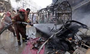 Πακιστάν: Δέκα τραυματίες από έκρηξη βόμβας κατά αστυνομικού οχήματος