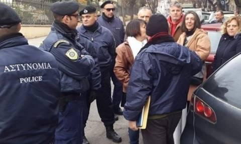 Θεσσαλονίκη: «Θερμή» υποδοχή εργαζομένων του ΟΛΘ σε Τσίπρα - Δεν τους άφησαν να σηκώσουν πανό (vid)