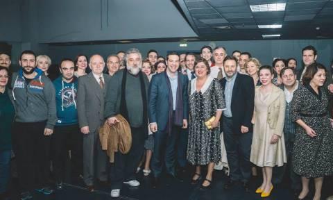 Στο θέατρο ξανά ο Αλέξης Τσίπρας (χωρίς παρατράγουδα)