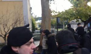 Πόλα Ρούπα: Φώναξε «ζήτω η επανάσταση» έξω από το γραφείο του εισαγγελέα (pics&vid)