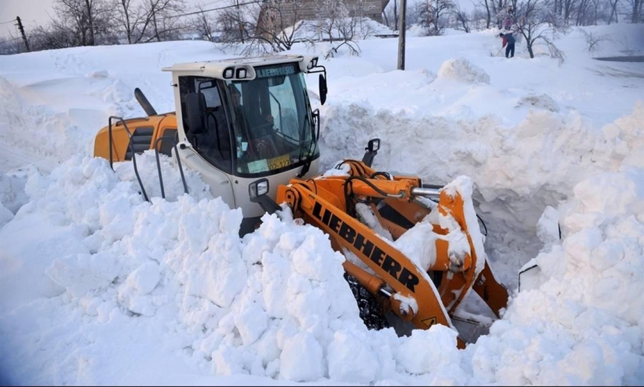 «Πνίγονται» στο χιόνι τα Βαλκάνια: Χάος σε Βουλγαρία και Ρουμανία - Στο σκοτάδι 770 πόλεις (video)