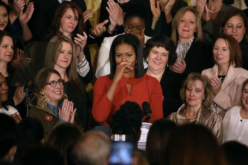 «Λύγισε» η Μισέλ Ομπάμα: Με «σπασμένη» φωνή αποχαιρέτησε το Λευκό Οίκο (video+pics)