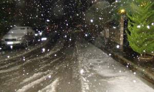 Καιρός ΤΩΡΑ: Πού χιονίζει και πού θα το στρώσει τις επόμενες ώρες