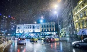 Καιρός - Αθήνα: Χιονίζει ΤΩΡΑ στο κέντρο της Αθήνας