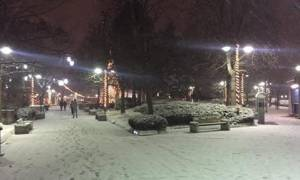 Καιρός ΤΩΡΑ: Στα λευκά και η Λάρισα - Το έστρωσε στο κέντρο της πόλης (photo)