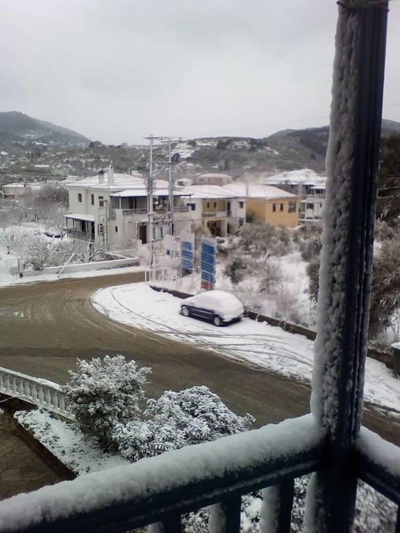 Καιρός LIVE: Στο έλεος του χιονιά η χώρα – Προβλήματα από την κακοκαιρία στην Αθήνα