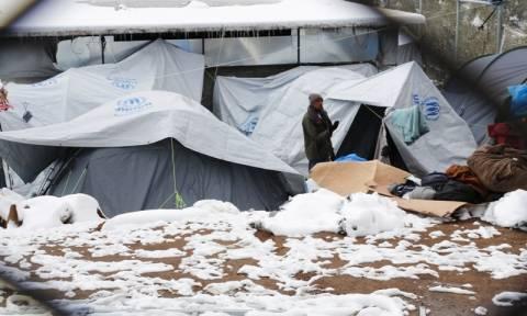 Αυστηρό μήνυμα Κομισιόν προς Ελλάδα: Δική σας ευθύνη οι συνθήκες διαβίωσης των προσφύγων