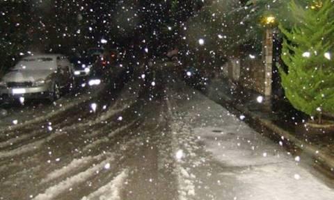 Καιρός LIVE: Πού χιονίζει τώρα – Πολικές θερμοκρασίες σε όλη την Ελλάδα