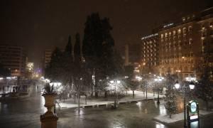 Χιόνια Αθήνα: Σε λευκό κλοιό η Αττική (pics&vid)