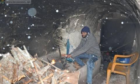 Σκηνές Μεσαίωνα στη Μυτιλήνη: Πρόσφυγες βρήκαν καταφύγιο από τον χιονιά στα ερείπια του κάστρου