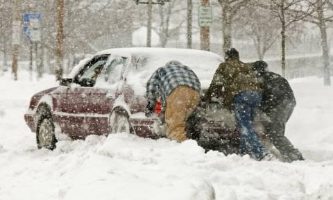 Καιρός - Χιόνι: Τι κάνετε αν ακινητοποιηθεί το όχημά σας
